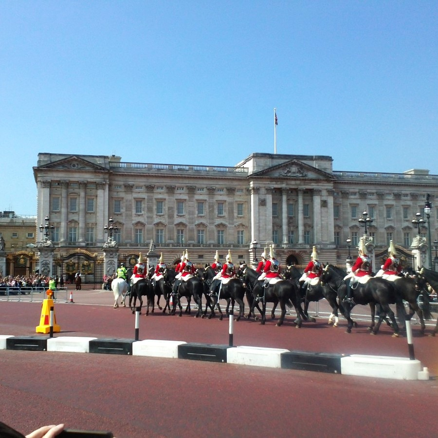 the mounted guard approach Buckingham Palace