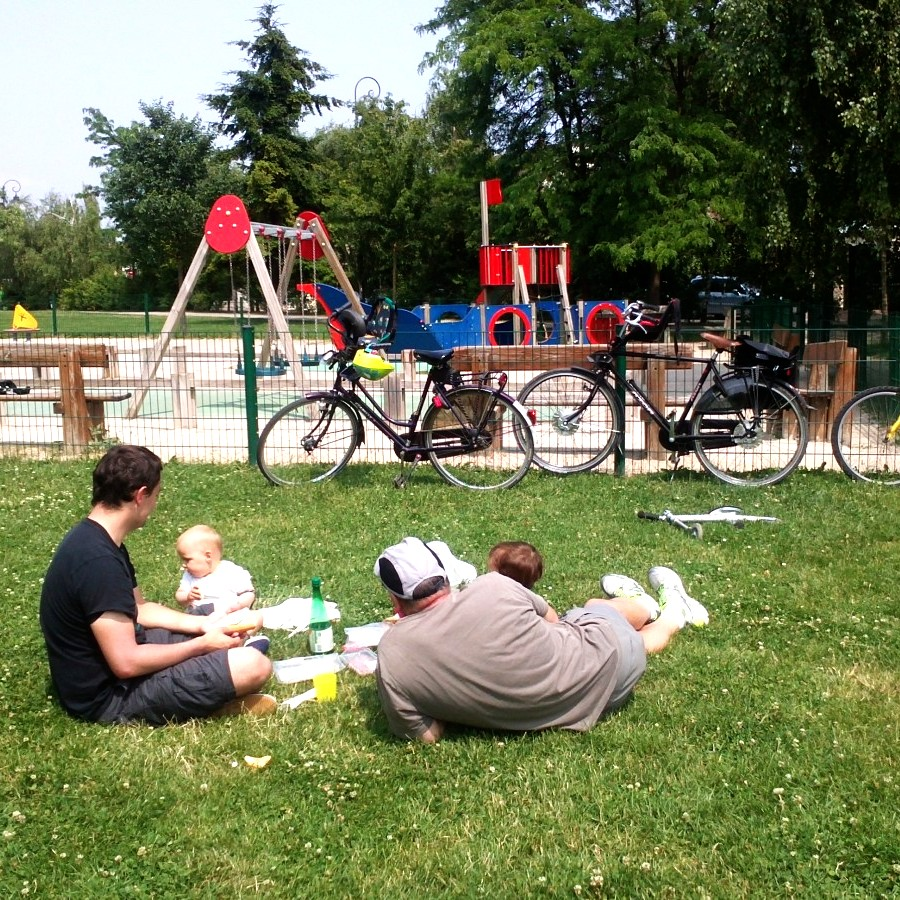 Picnic lunch on bikes