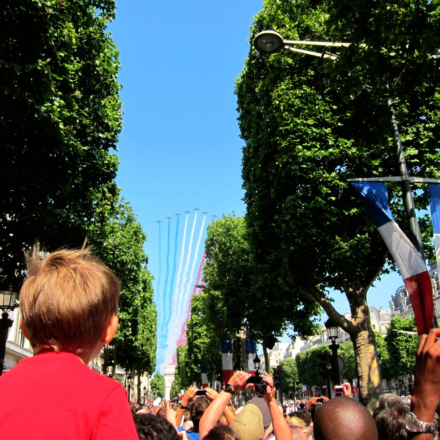tricolore in jet trails, over the champs elysee
