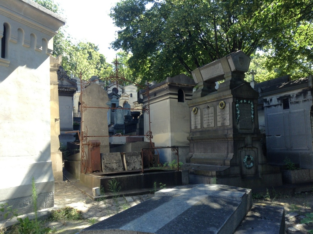grave with crank - Pere-Lachaise cemetary, Paris