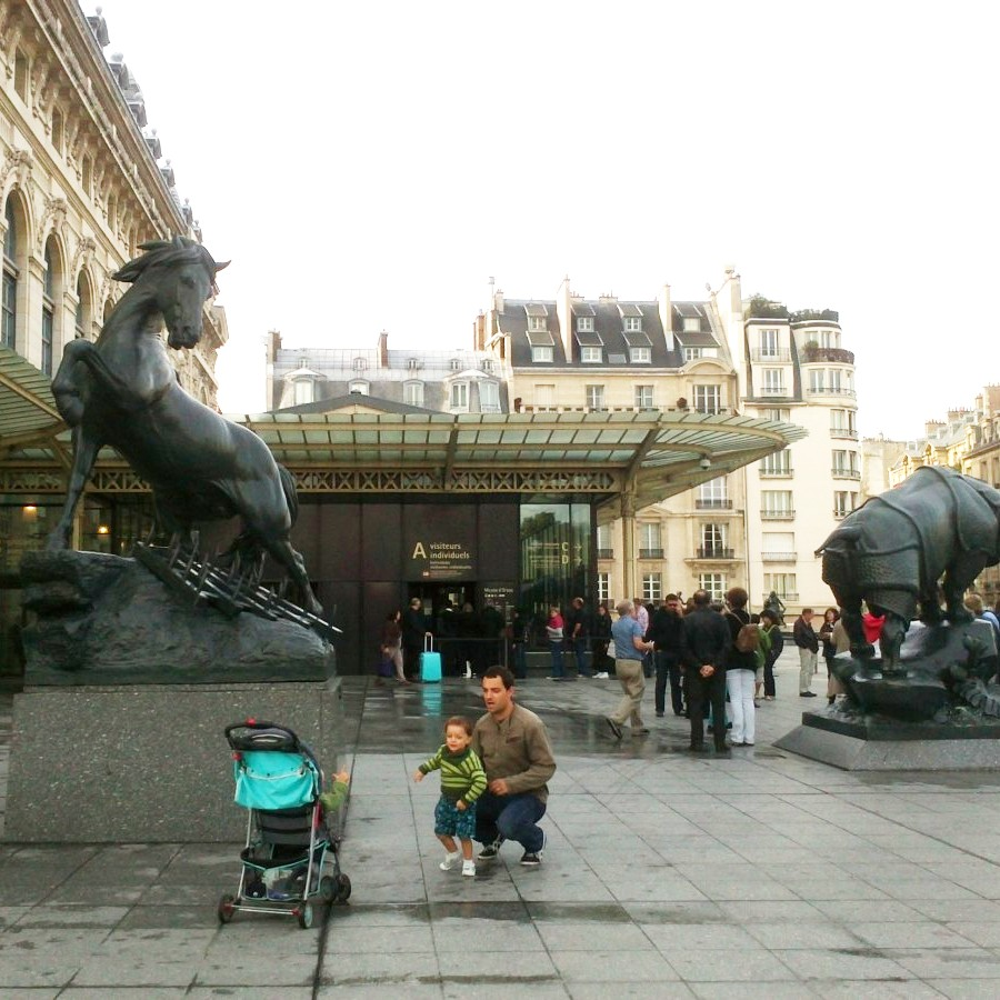 sculpture outside musee d'orsay