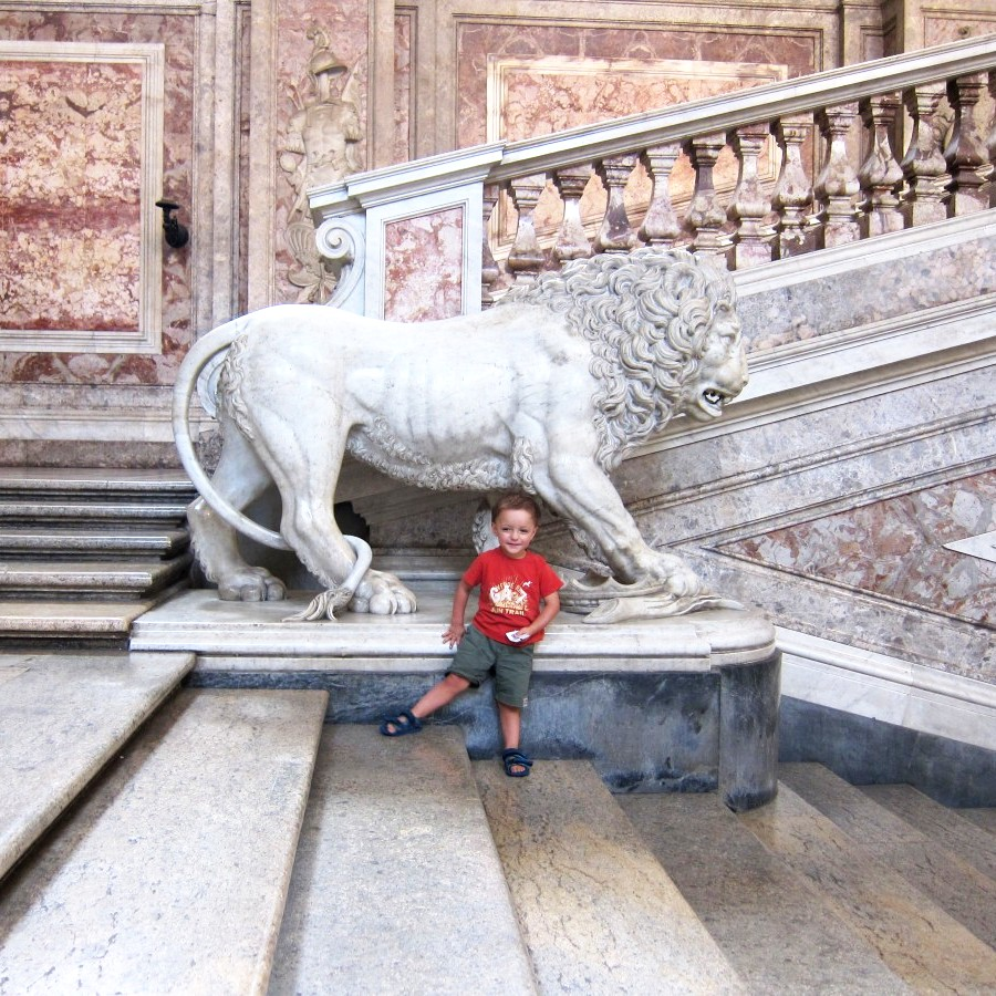 Louis and the lion on the stairs
