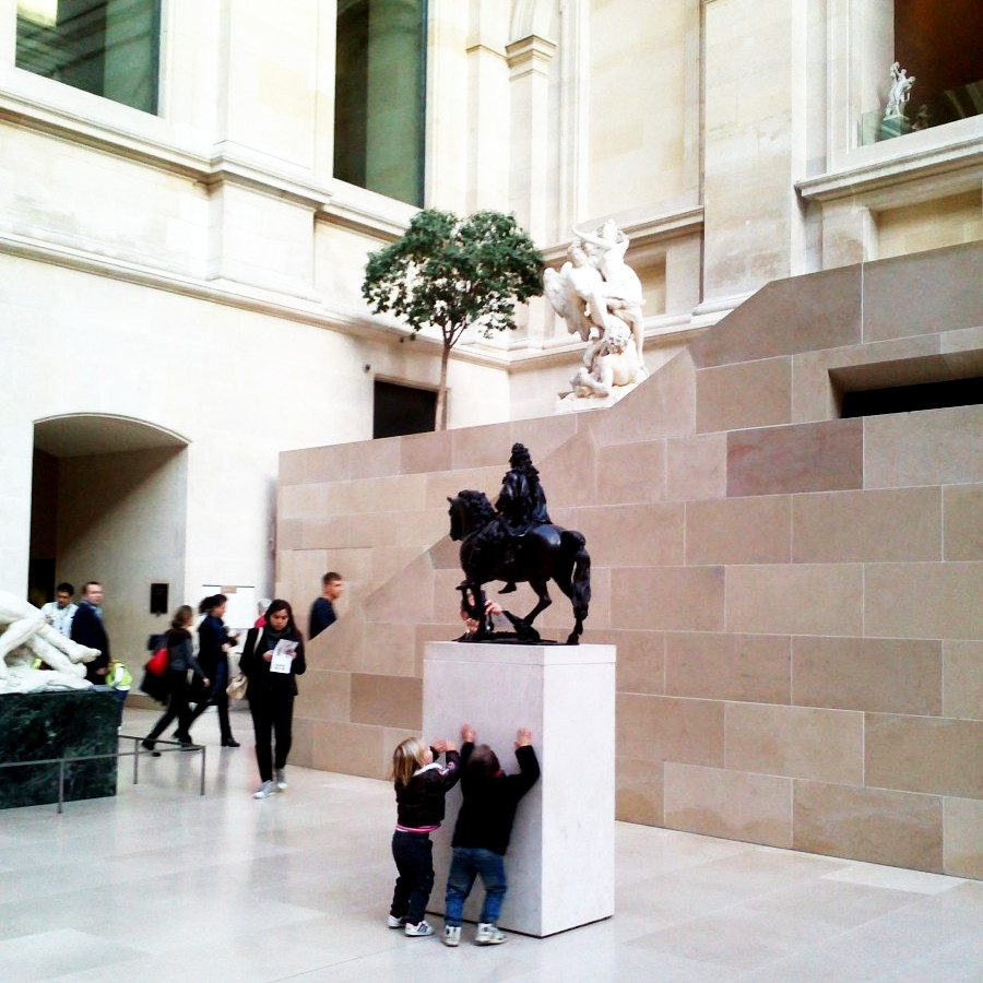 kids at the louvre